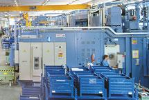 1 centro di lavoro CNC in linea FMS costituito da 4 macchine della serie Clock 1200